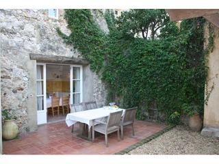 Garden with outside eating area - A Hidden Gem! Fabulous house in Old Antibes! - Antibes - rentals