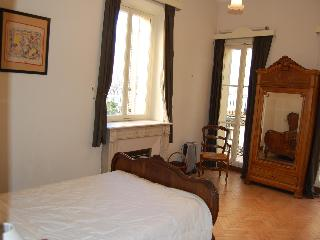 Central Old Town Antibes -  3 Bedroom - Antibes vacation rentals