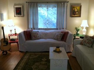 2 bedroom condo On The Sand just south of the pier - Oceanside vacation rentals