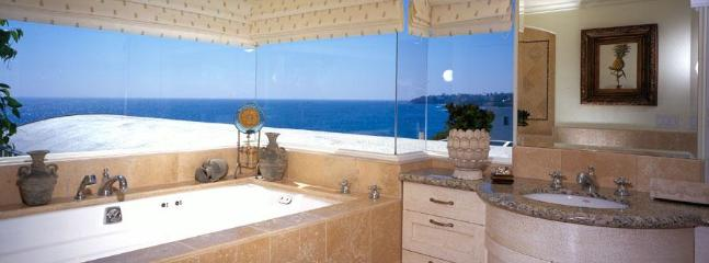 Villa Majorca Master Bath - Updated- romantic ocean views- steps to sand! - Laguna Beach - rentals