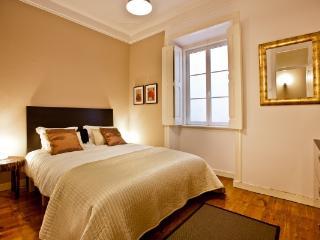 Bright 3bedroom&long balcony in Marquês - Lisbon vacation rentals