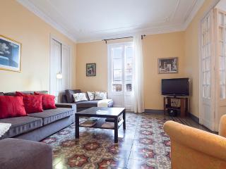 Centric Unique Bohemian Apartment (3BR) - 10% OFF MAY & JUNE STAY - Matadepera vacation rentals