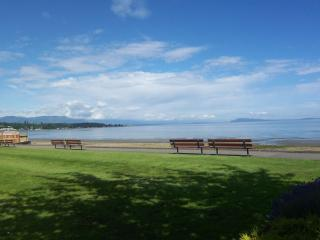 Imagine! Holiday right by Beach and Golf Course - Vancouver Island vacation rentals