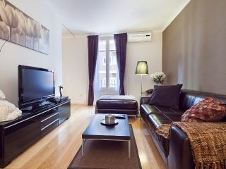 Homearound Cozy Paseo de Gracia Apartment (2BR) - 10% OFF ON JUNE PROMOTION - Catalonia vacation rentals