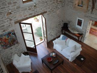 Sunny farmhouse in picturesque Lot River Valley - Saint-Cirq-Lapopie vacation rentals