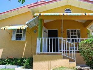 Front View - Home From Home 15 mins from O/Rios free Wi/fi Awesome O/View 24 hours security - Ocho Rios - rentals