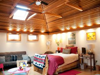 Romantic cottage with hot tub in Mountain Town - Phoenicia vacation rentals