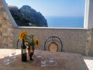 VILLA LA PIETRA - 6 Bedrooms - Scala - Pontone - Massa Lubrense vacation rentals