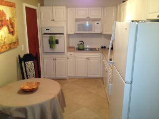 Cosy 2 bedroom,1 bath. Near the beach. - Hollywood vacation rentals
