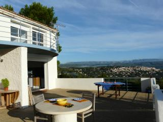 L'Amiradou 4 bedroom villa with pool & views - La Cadiere d'Azur vacation rentals