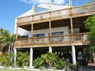Lovely 3 BR/ 2 Bath Steps to the beach! - Madeira Beach vacation rentals