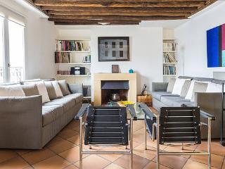 Appt sleeps 4 - 2 bathrooms - center of the Marais - Paris vacation rentals