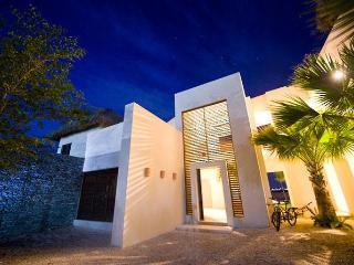 SPECTACULAR VILLA. Golf and Lake settings, Cap Can - Punta Cana vacation rentals