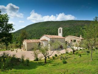 Chiesa Del Carmine, Luxury Umbrian Villa Sleeps 14 - Pierantonio vacation rentals