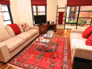 LARGE 2 BR Townhouse FREE WIFI - Elwood vacation rentals
