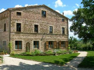 Tranquil location with stunning mountain views - San Ginesio vacation rentals