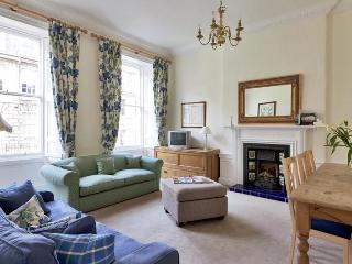 Stunning 2 Bed Apartment in Edinburgh City Centre - Edinburgh vacation rentals