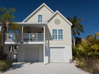 Happy Island Cottage with heated private Pool - Holmes Beach vacation rentals