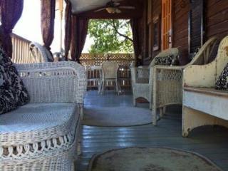 Isabella House: Vintage 1885 Cottage  601-660-4345 - Natchez vacation rentals