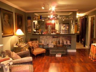 """'CHEZ SYLVIE"""" WALK EVERYWHERE DOWNTOWN VANCOUVER - Vancouver vacation rentals"""