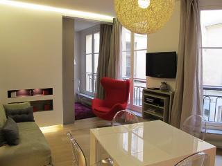 Modern 2 Bedroom Apartment in Paris - 1st Arrondissement Louvre vacation rentals