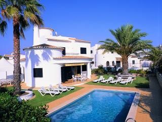 Nice 4bdr villa w/ AC just 250m from Galé beach - Algarve vacation rentals