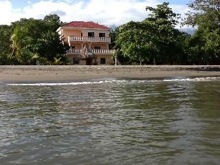 Casa de Tranquilidad - Oceanfront B&B - La Ceiba vacation rentals