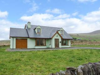 FINGLAS HOUSE, contemporary detached cottage, surrounded by countryside, en-suite bedrooms, open fire, in Waterville, Ref 14211 - Portmagee vacation rentals