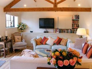 THE CIDER BARN, luxury studio accommodation, with off road parking and garden, in Mere, Ref 20754 - Hindon vacation rentals