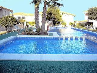 Lovely 2 bed apartment pool,near beach/amenities - Alicante vacation rentals
