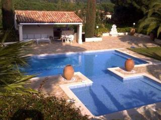 Les Moulins Lovely 6 Bedroom Vacation House, St Tropez - Cavalaire-Sur-Mer vacation rentals