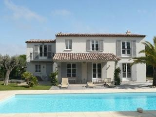 Luxury Saint Tropez 4 Bedroom Holiday Home with a Pool - Saint-Tropez vacation rentals