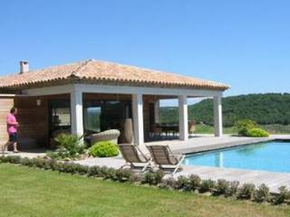 St Tropez 6 Bedroom House with a Pool, Vignes Gassin - Var vacation rentals