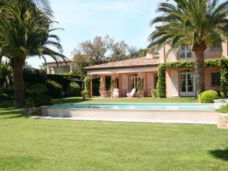 Grimaud Charming 3 Bedroom House with a Garden and Pool - Grimaud vacation rentals