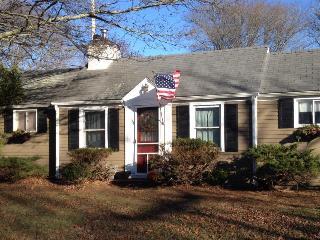 Cozy Hyannisport Cottage (Weekly/Monthly) - Hyannis vacation rentals