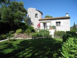 Excellent Holiday Villa with Garden and Balcony, in Provence - Mandelieu La Napoule vacation rentals