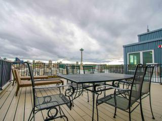 Modern! Great View - 5 mins Walk to Space Needle - Seattle vacation rentals