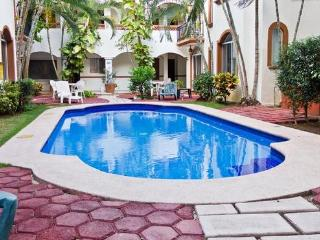 Cozy Condo in Downtown Playa Del Carmen - Playa del Carmen vacation rentals