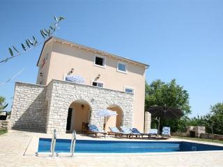 Villa Borgonja, self service house, private pool - Motovun vacation rentals