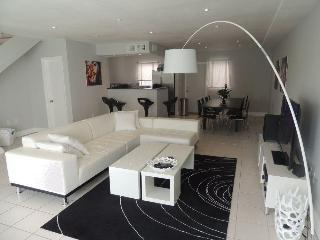 New Townhouse with 10 min walk to the beach - Miami Beach vacation rentals