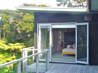 Oratia Bed and Breakfast - Auckland vacation rentals