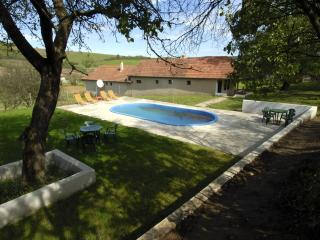 Farmhaz - Szakacsi vacation rentals