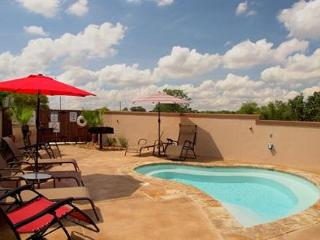 UPSCALE VILLAS! Hinman A is sure to meet your vacation standards! - New Braunfels vacation rentals