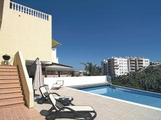 Lovely house Lagos center,infinity pool, AC & WiFi - Lagos vacation rentals