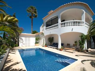Very nice 2bd villa,mature garden,top roof terrace - Almadena vacation rentals