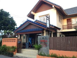 Mon Lodge & Yoga, Bangkok - Bangkok vacation rentals