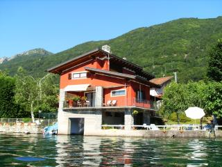 The house on the lake - Crabbia vacation rentals