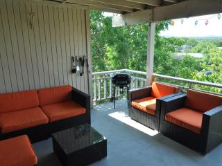 LOOK HERE! The Double View - 2/2 with two decks - Buda vacation rentals