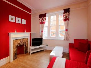 Beautiful 1 Bedroom London Apartment in Zone 1 - London vacation rentals
