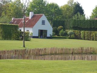 Luxurious holiday cottage Pijpeweg71 near Bruges - Flanders vacation rentals